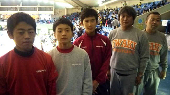 左から松浦、鈴木、猪狩、鈴木コーチ、猪狩コーチ